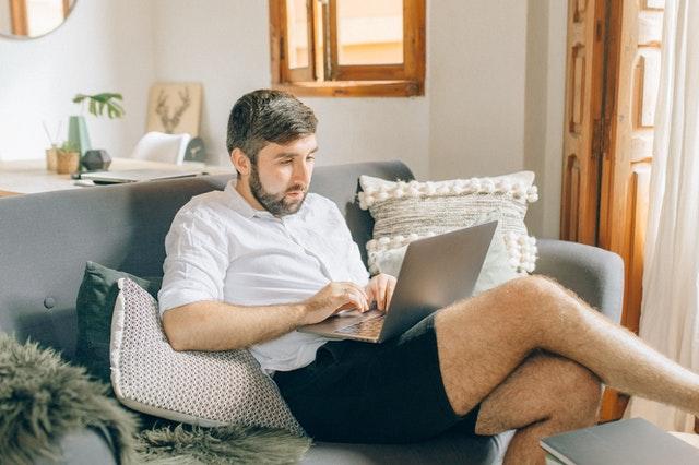 praca zdalna, praca z domu, home office, jak pracować w domu, domowe biuro, jak przygotować home office, jak pracować w domu,