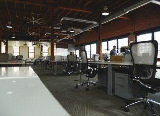 biuro coworkingowe, coworking, praca w biurze, praca w domu, praca zdalna, praca poza domem, wynajem biura, wynajem biurka